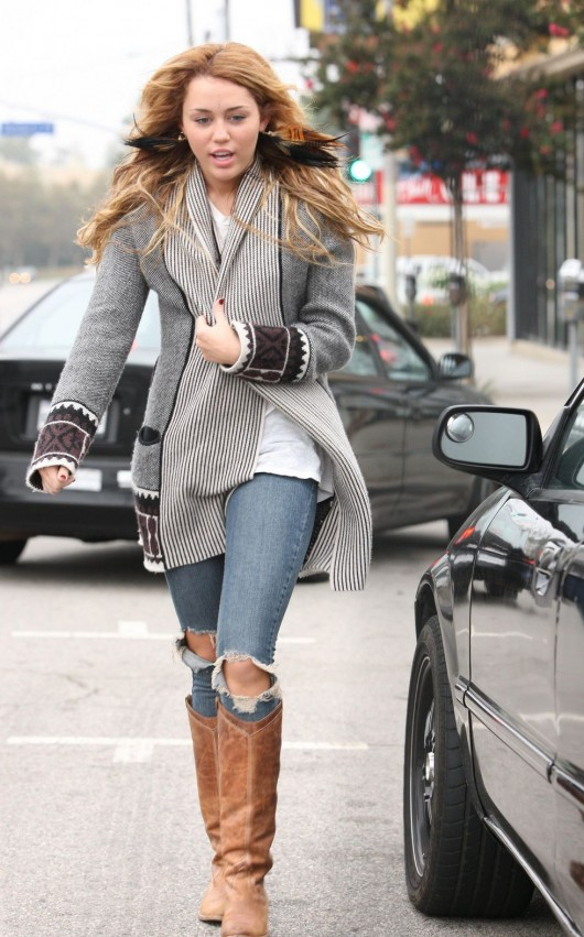 miley-cyrus-candids-in-beverly-hills-october-16th-2010-06