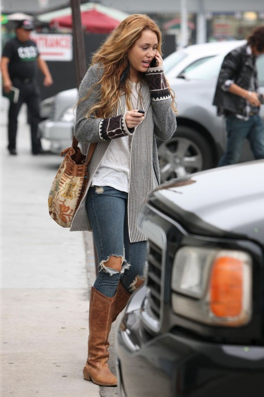 miley-cyrus-candids-in-beverly-hills-october-16th-2010-07