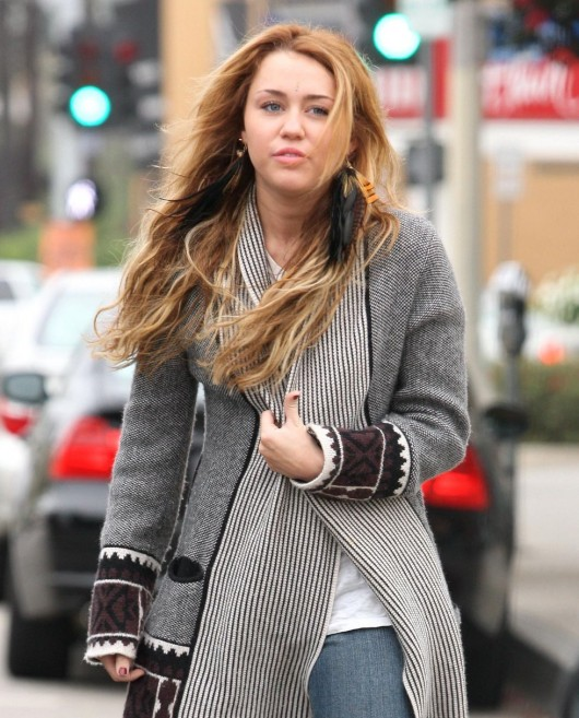 miley-cyrus-candids-in-beverly-hills-october-16th-2010-11