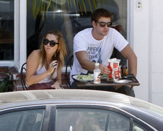 Miley Cyrus 2011 : Miley Cyrus spending the day with boyfriend Liam Hemsworth-03