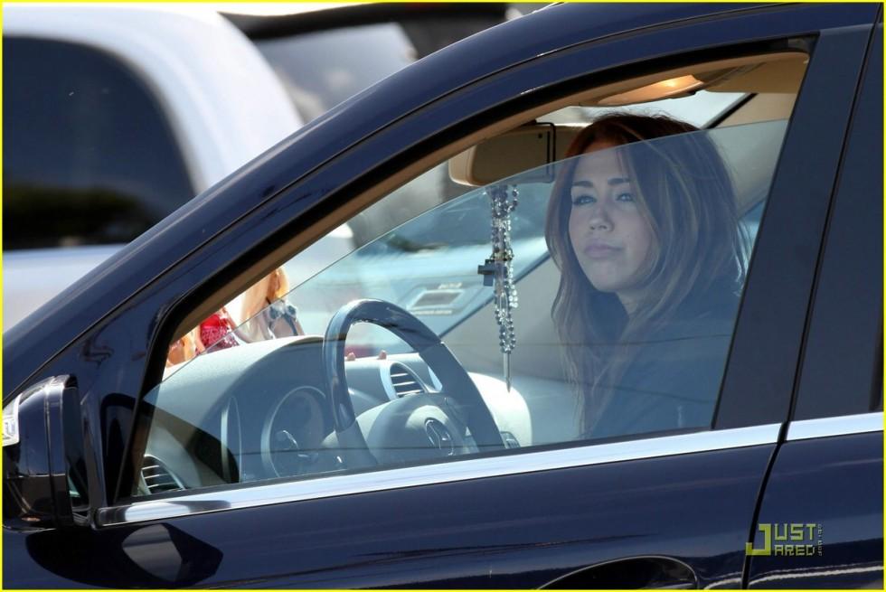 Miley Cyrus 2010 : miley-cyrus-in-see-thru-to-bra-05