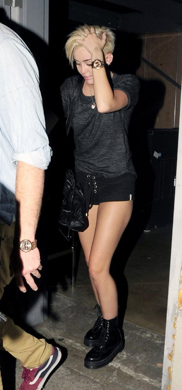 Back to FULL gallery Miley Cyrus – In Short Shorts Out With Liam ... Emma Watson
