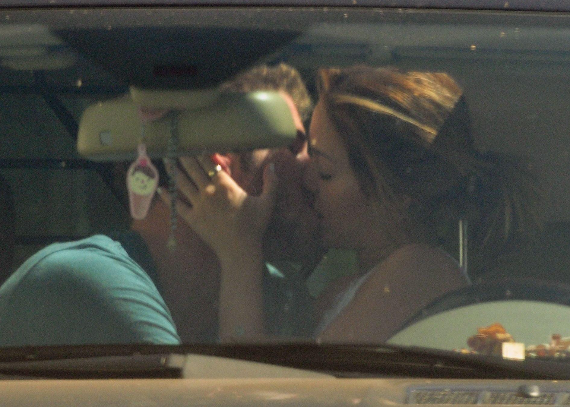 Фото пара в машине 3 фотография