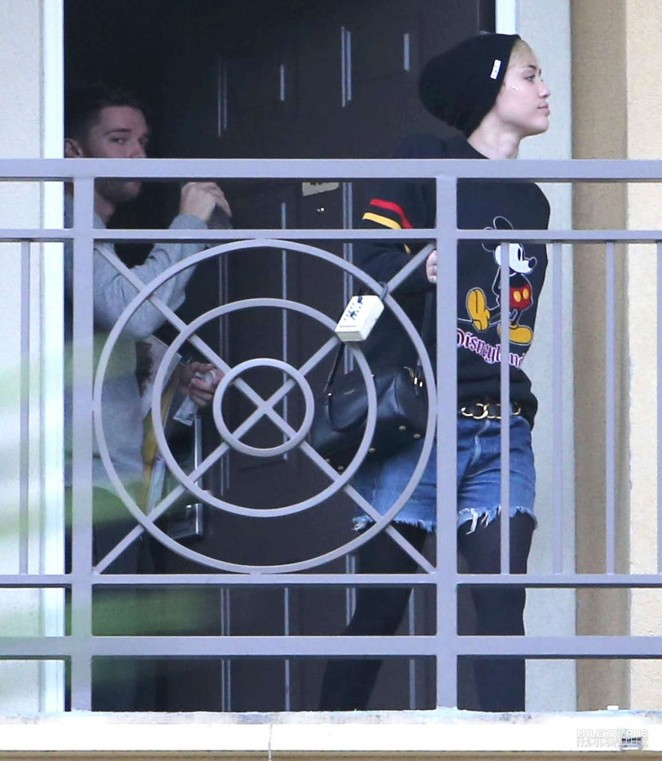 Miley Cyrus - Leaving the apartment of Arnold Schwarzenegger's son Patrick in Los Angeles
