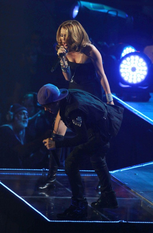 Miley Cyrus – Live Performing with the Bieber at Madison Square Garden