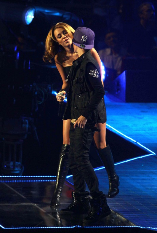 Miley Cyrus Live Performing With The Bieber At Madison Square Garden 07 Gotceleb