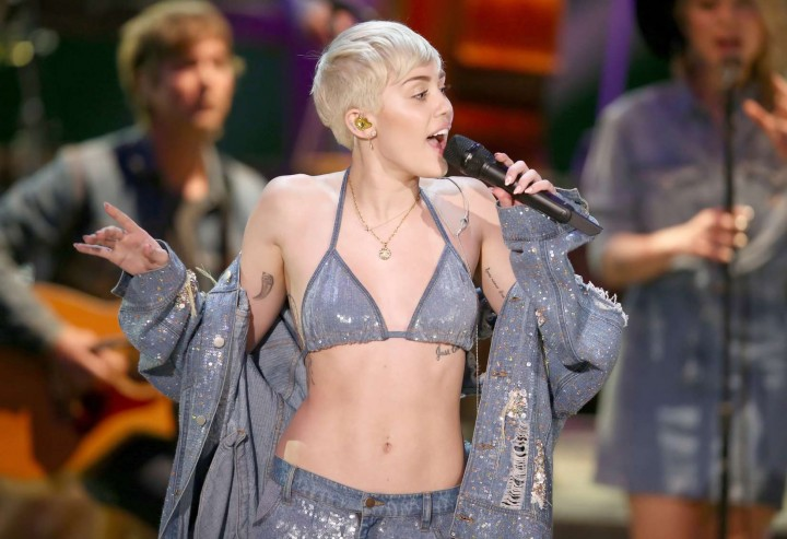 Miley Cyrus and Donkey at MTV Unplugged -02