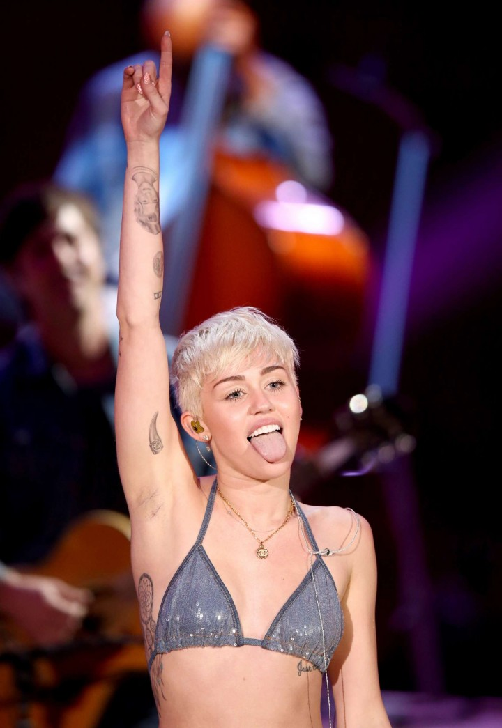 Miley Cyrus and Donkey at MTV Unplugged -11 - GotCeleb