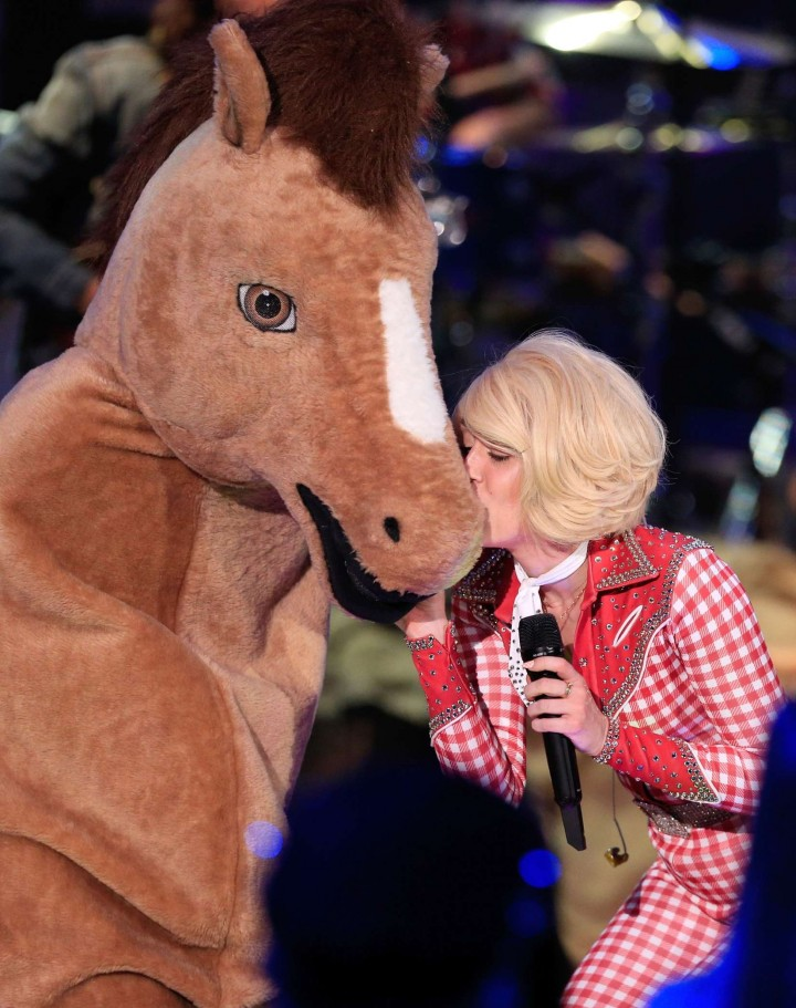 Miley Cyrus and Donkey at MTV Unplugged -12