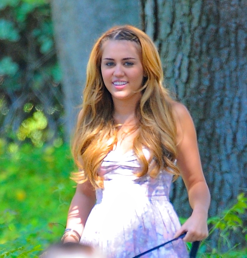 Miley Cyrus Show Her Leggs On Set Of So Undercover 02