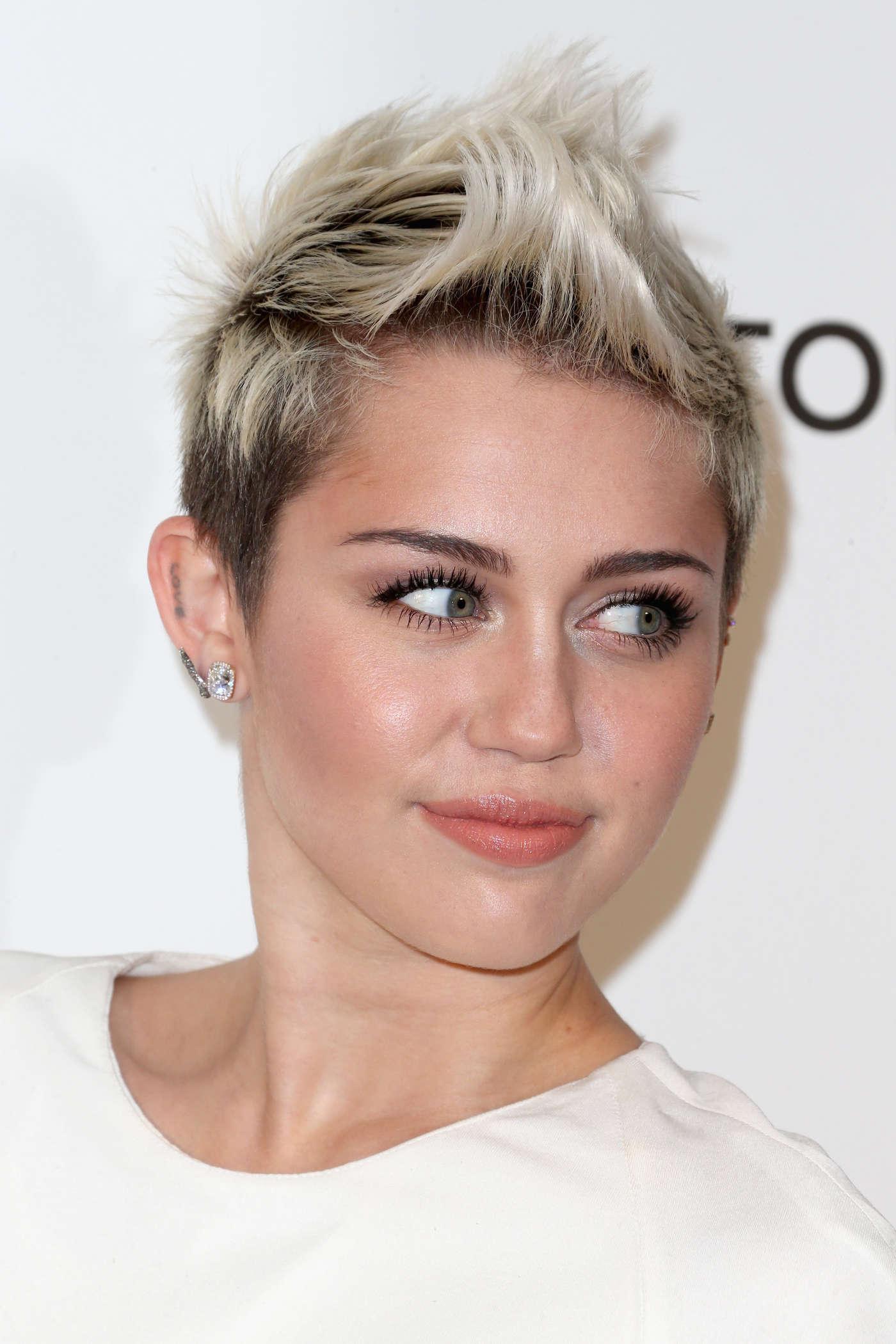 Miley Cyrus 2013 Elton John Aids Foundation Academy