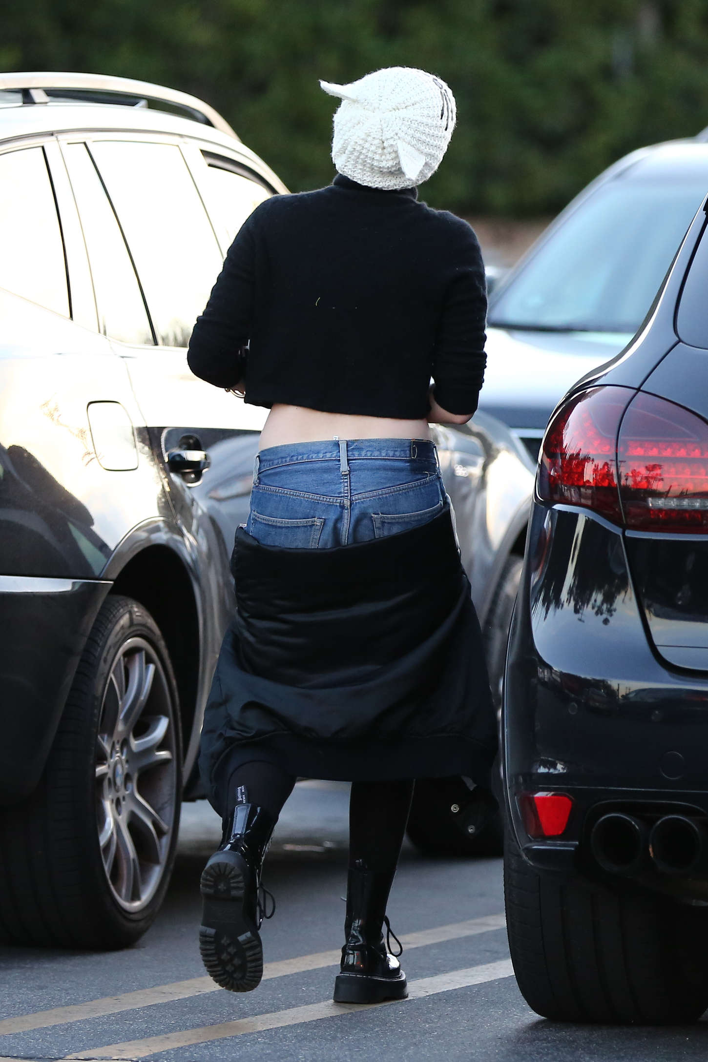 Miley Cyrus 2014 : Miley Cyrus in Jeans Shorts -17