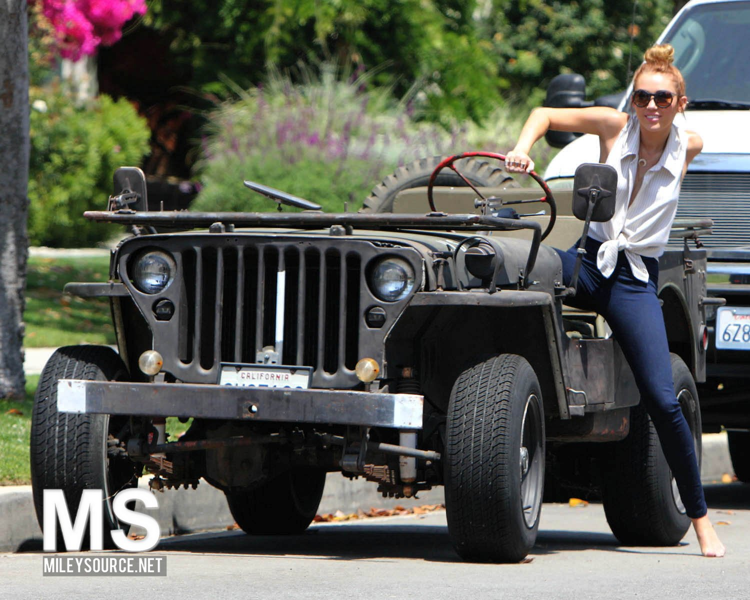 Miley Cyrus – out in Toluca Lake-03