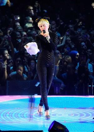 Miley Cyrus 2014 Holland -11