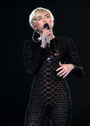 Miley Cyrus 2014 Holland -14