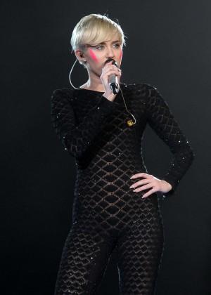 Miley Cyrus 2014 Holland -17