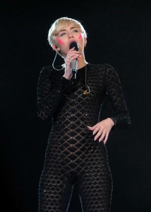 Miley Cyrus 2014 Holland -20