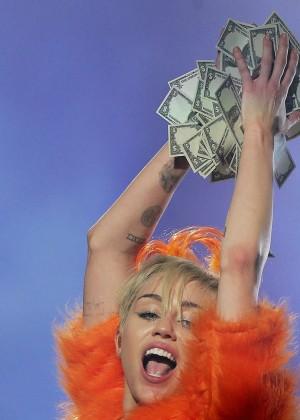 Miley Cyrus - Bangerz Tour in Sydney -02