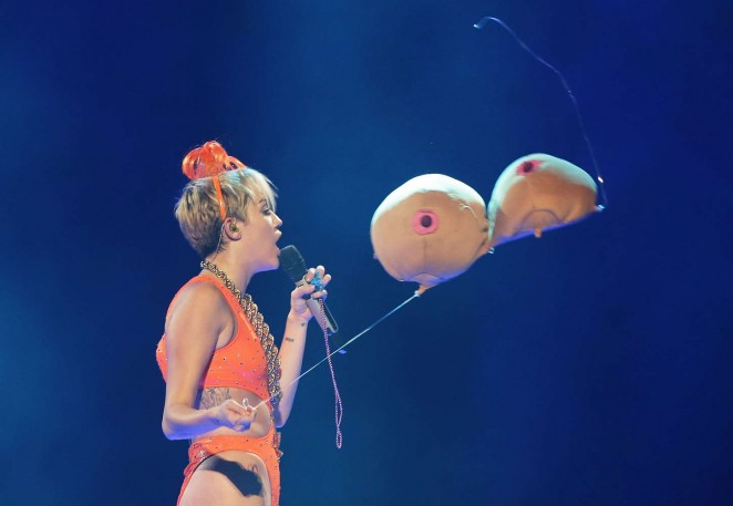 Miley Cyrus – Bangerz Tour in Sydney -20