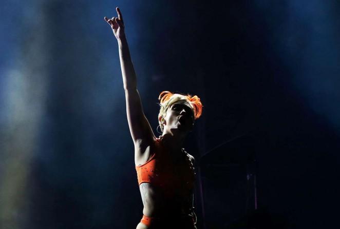 Miley Cyrus – Bangerz Tour in Sydney -23