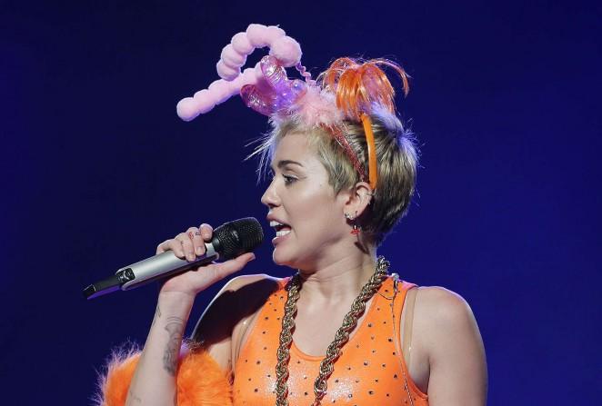 Miley Cyrus – Bangerz Tour in Sydney -29