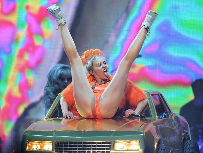 Miley Cyrus – Bangerz Tour in Sydney -34
