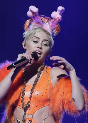 Miley Cyrus - Bangerz Tour in Sydney -36