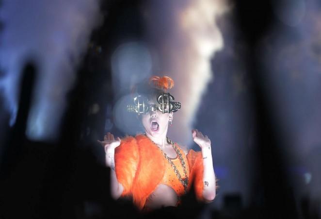 Miley Cyrus – Bangerz Tour in Sydney -37