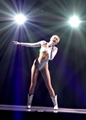 Miley Cyrus: Bangerz Tour in Las Vegas 2014 -01