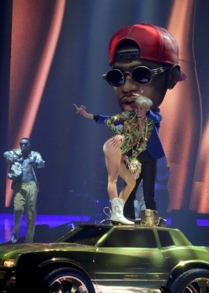 Miley Cyrus: Bangerz Tour in Las Vegas 2014 -15