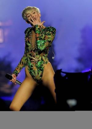 Miley Cyrus: Bangerz Tour in Las Vegas 2014 -25