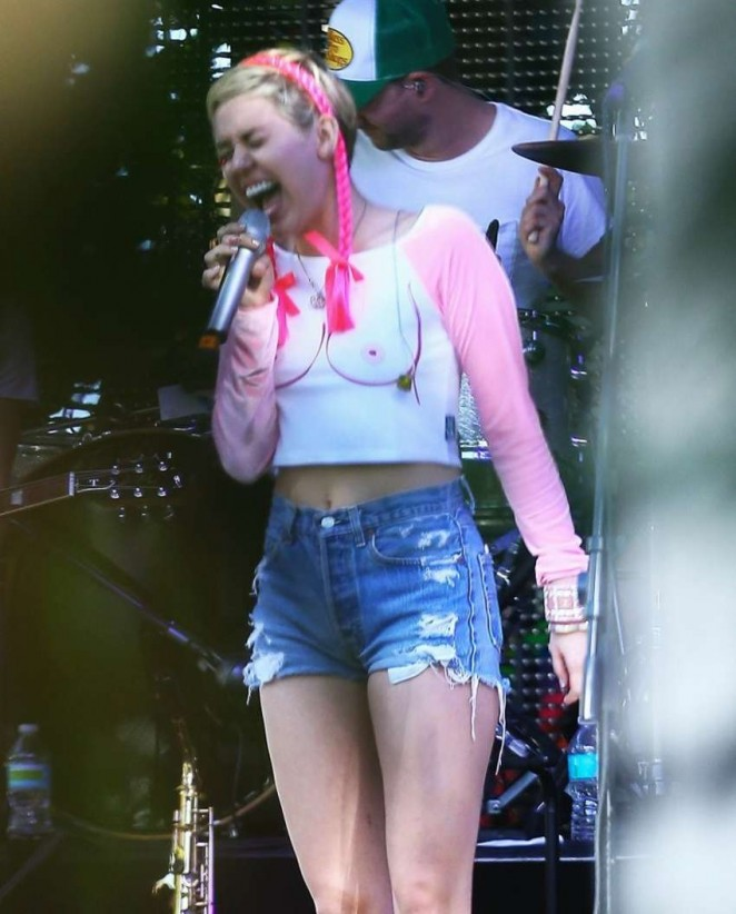 Miley Cyrus - Rehearsing for the Tommy Hilfiger Art Basel Party in Miami
