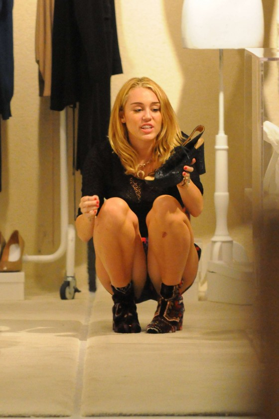 Miley Cyrus – Shopping-19