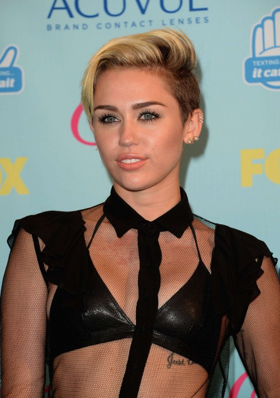 Miley Cyrus – Teen Choice Awards 2013 -01