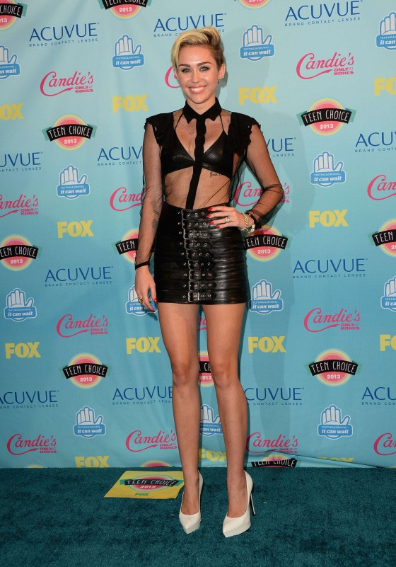 Miley Cyrus - Teen Choice Awards 2013 -02