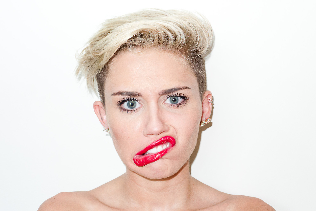 Back to post Miley Cyrus – Terry Richardson photoshoot