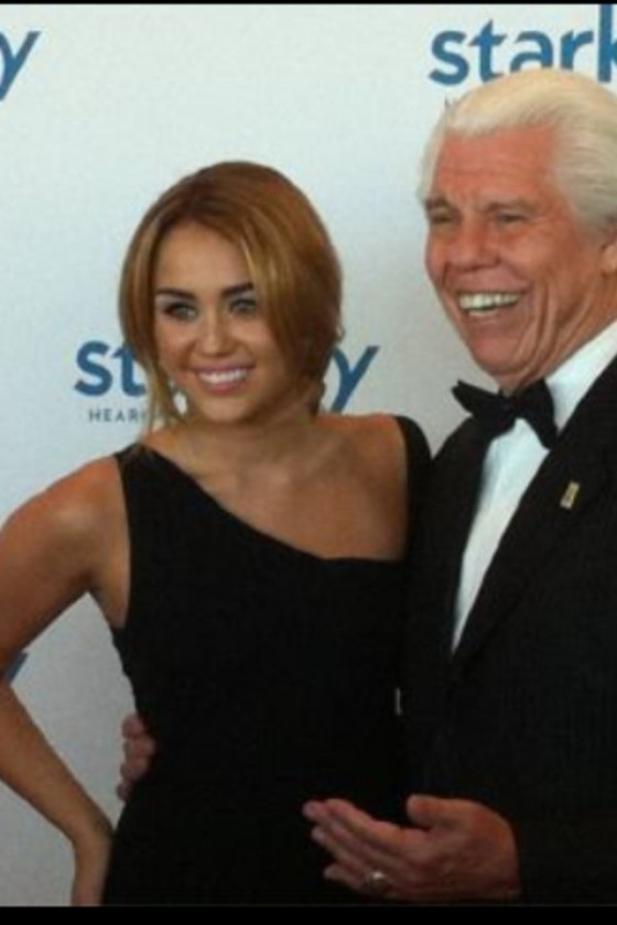 miley-cyrus-sexy-black-dress