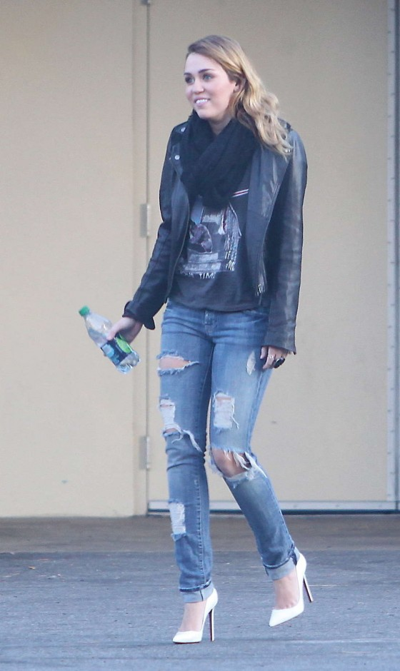 Miley Cyrus – Tight Jeans Candids in Hollywood