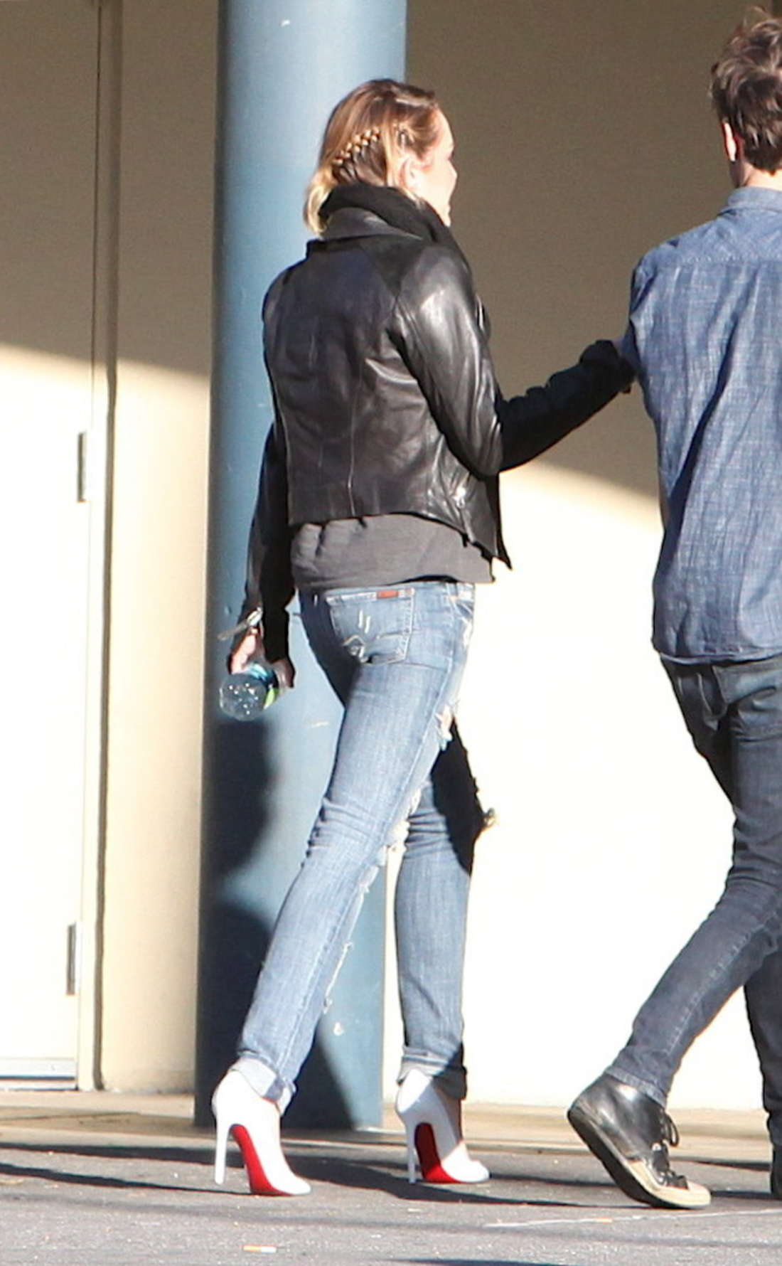 Miley Cyrus 2011 : Miley Cyrus At Panera Bread in Hollywood-08