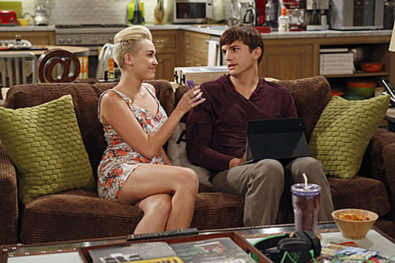 Miley Cyrus – Two and a Half Men-02