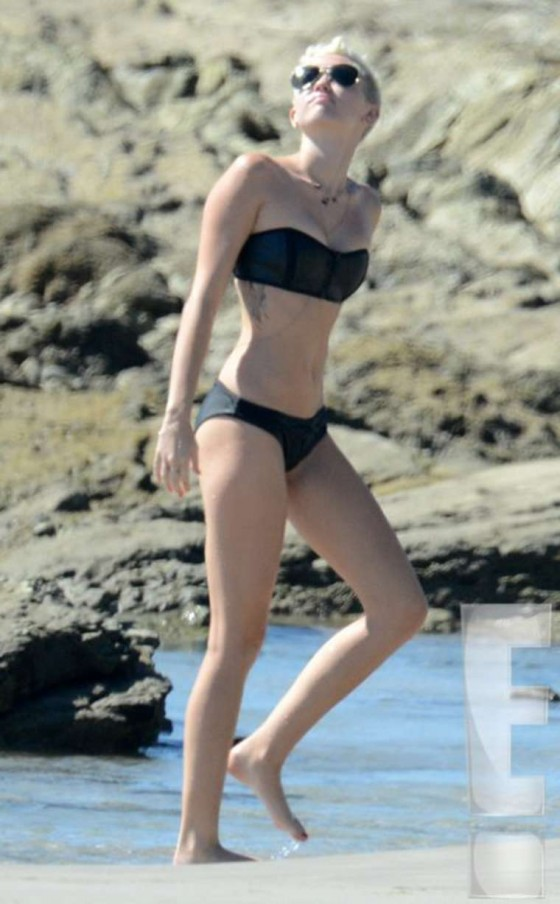 bikini falls off at beach Photo