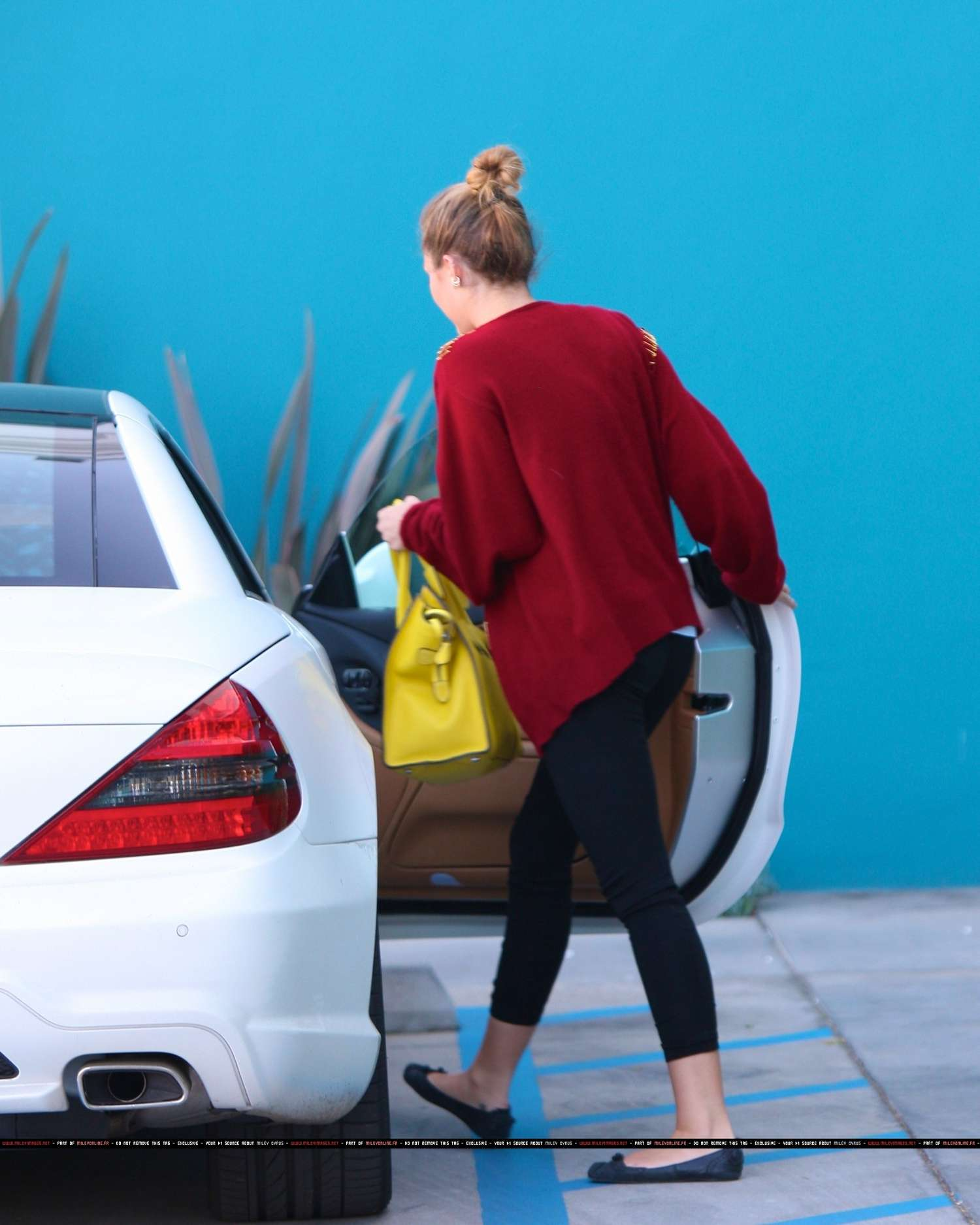 Miley Cyrus wearing yoga pants leaving her pilates class-12