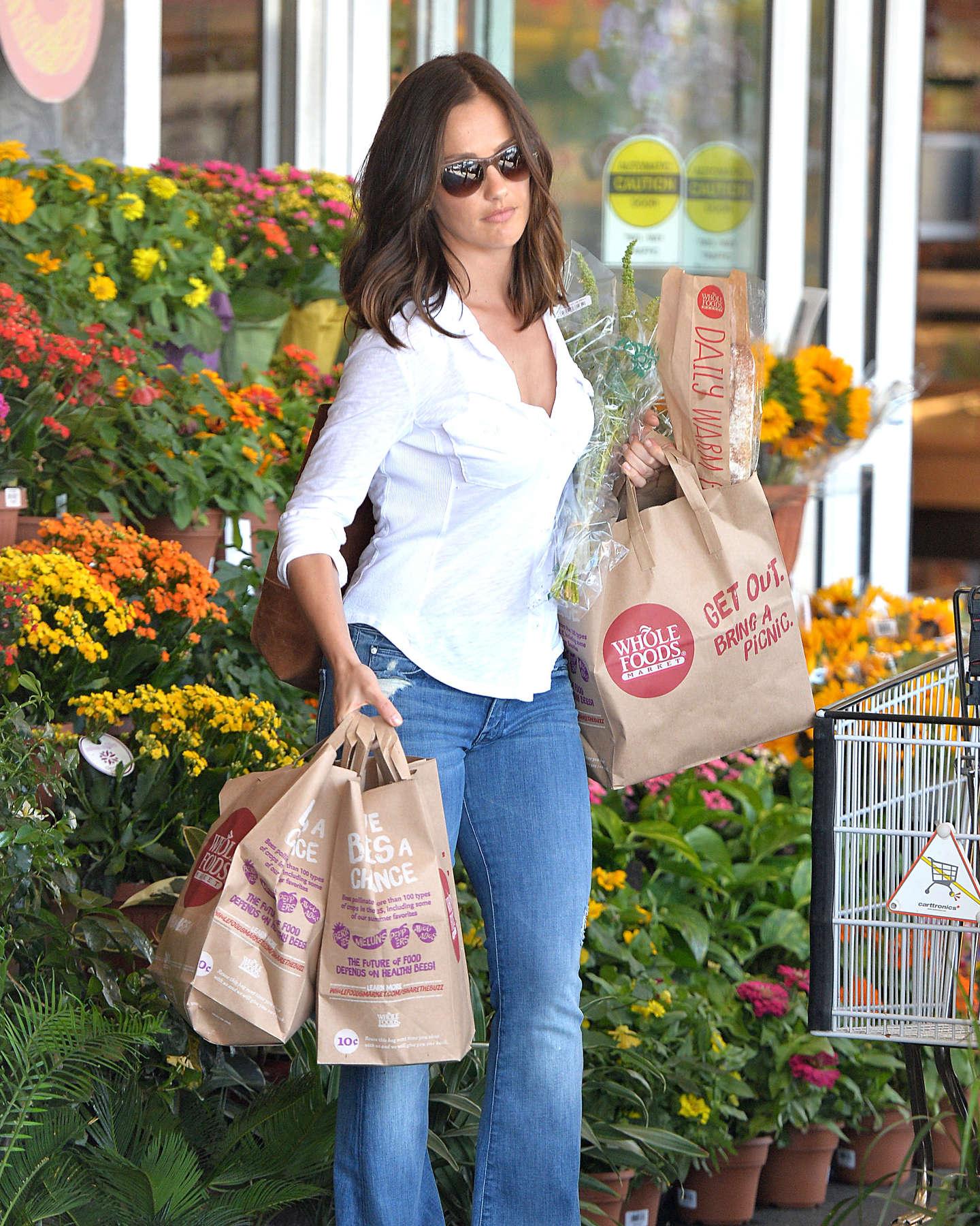 Minka Kelly shopping candids at Whole Foods