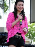 miranda-cosgrove-at-fms-mega-jam-at-county-fair-entertainment-park-in-medford-july-2010-04