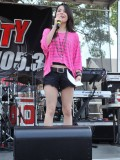 miranda-cosgrove-at-fms-mega-jam-at-county-fair-entertainment-park-in-medford-july-2010-08