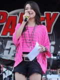 miranda-cosgrove-at-fms-mega-jam-at-county-fair-entertainment-park-in-medford-july-2010-11