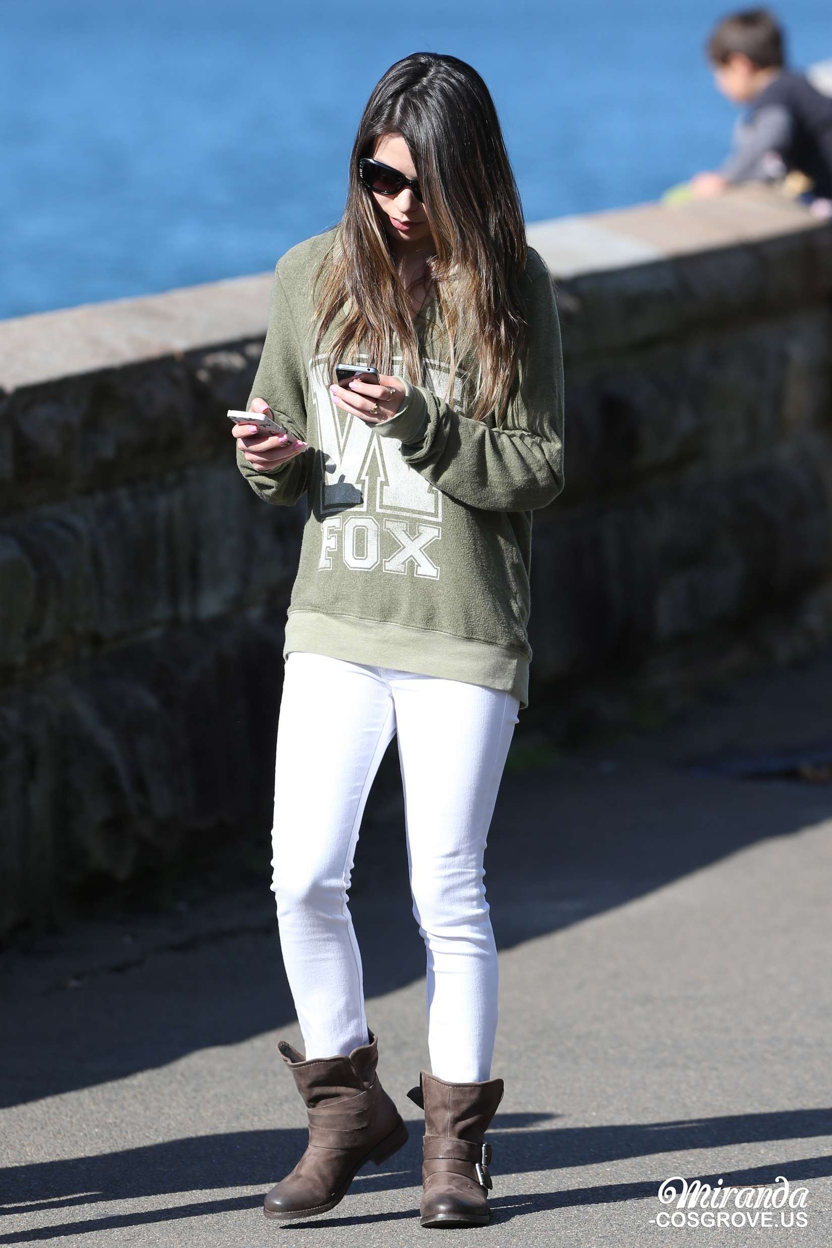 Miranda Cosgrove at The Sydney Opera House -15 - Full SizeMiranda Cosgrove House