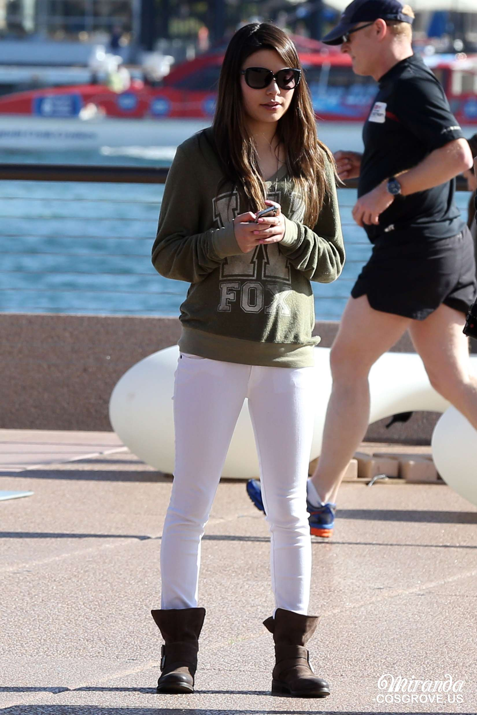 Miranda Cosgrove at The Sydney Opera House -16 - Full SizeMiranda Cosgrove House