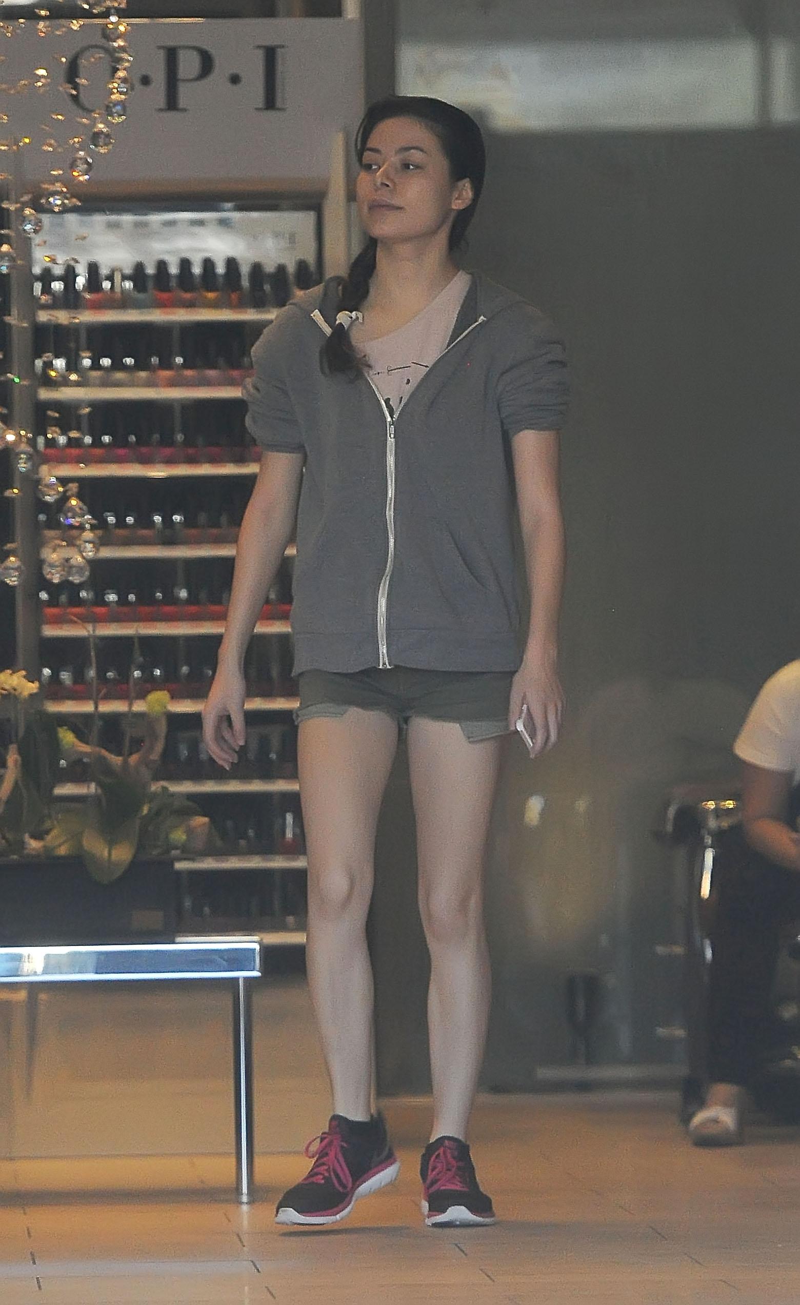 Miranda Cosgrove in Sh... Lindsay Lohan
