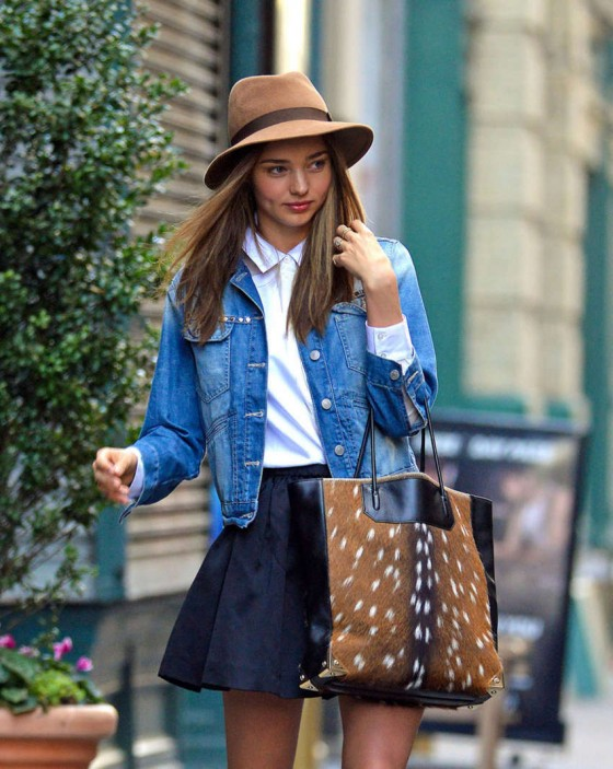 Miranda Kerr leggy in short skirt-03